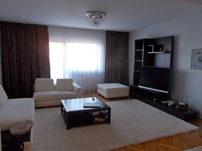 Apartament 4 camere, lux, 160 mp, Favorit, et. 3, decomandat
